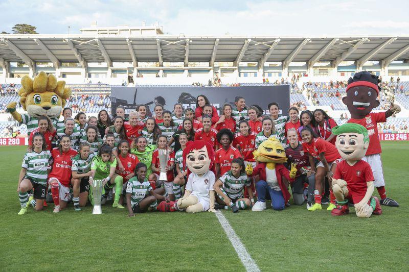 """Jogo solidário """"Todos Moçambique"""". Sporting vence Benfica no primeiro dérbi de futebol feminino de sempre"""