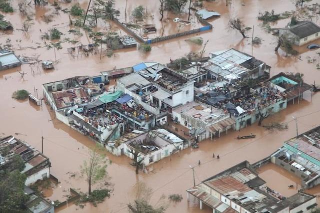 Milhares sitiados no Centro de Moçambique onde existem mais de 200 mortos; Declarada Emergência Nacional e Luto de 3 dias
