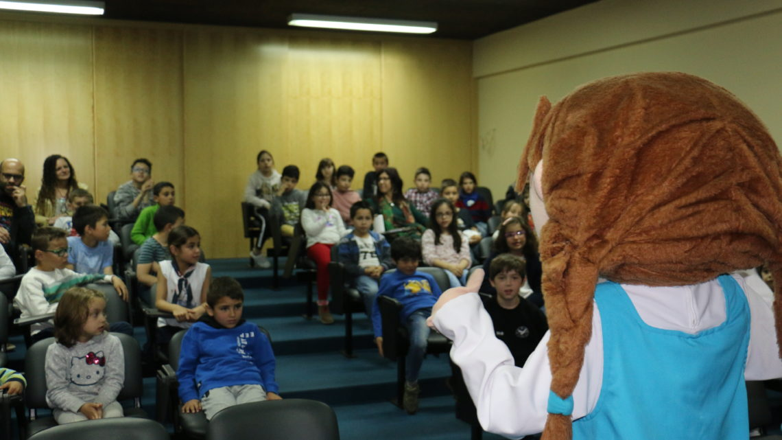 Mascote 'Inês' visitou alunos do 1ºciclo