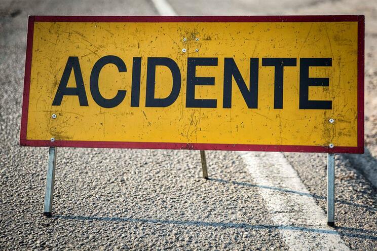 A28: Autoestrada está cortada entre Matosinhos e Leça da Palmeira devido a despiste de camião