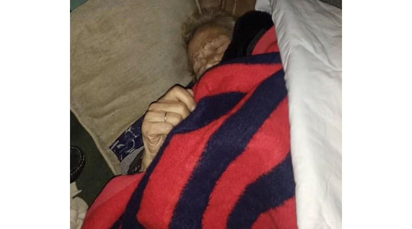 Porto | Idosa de 93 anos fica a dormir na rua após ter alta hospitalar no Porto