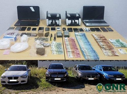 Sociedade | Desmantelada rede de tráfico de droga e apreendidas mais de 7 600 doses