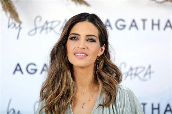 Sociedade   Depois do susto com Casillas, Sara Carbonero é operada a tumor maligno nos ovários
