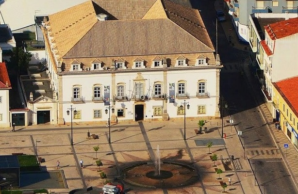 Câmara de Portimão vai vender veículos