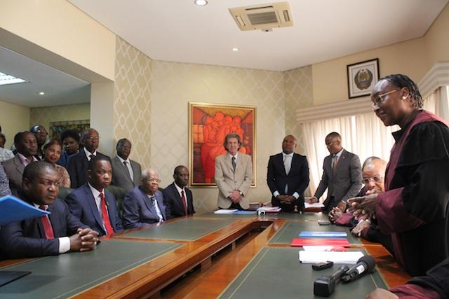 Moçambique | Gerais 2019: Nyusi visita sete Províncias numa semana e inscreve-se para Presidenciais; De Momade nem sinal