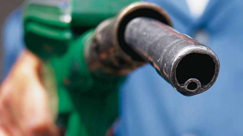 Nacional | Gasóleo e gasolina caem entre quatro e oito cêntimos