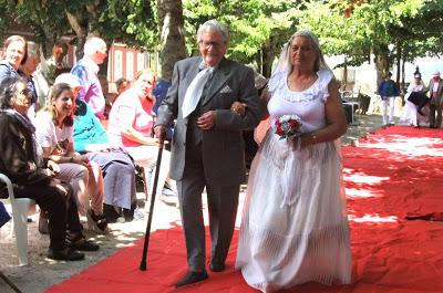 Castelo de Paiva   Projecto Micas promoveu actividade no Parque das Tílias – NOIVOS DE SANTO ANTÓNIO DESFILARAM ONTEM EM SOBRADO