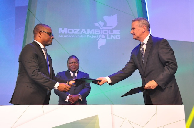 Moçambique | DFI na Área 1 rubricada sem a presença do maior partido de oposição e com música estrangeira