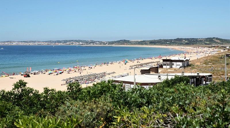 Algarve | Verão pára obras na Praia de Alvor