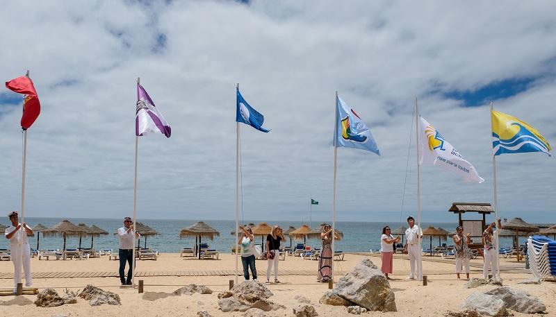Sul | Bandeiras azuis hasteadas em praias do concelho de Loulé