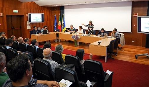 Algarve | Autarcas e empresários de Lagos estiveram reunidos para preparar a época turística