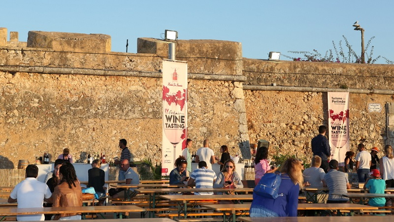 Portimão | Vinhos de Portimão vão à Praia da Rocha