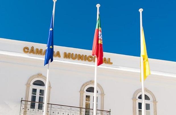 Algarve | Câmara de Olhão vai investir 400 mil euros em parque de estacionamento e lazer