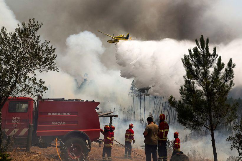 Judiciária já recolheu elementos de natureza criminosa sobre fogo da Sertã. Chamas continuam perto de várias aldeias