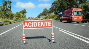A1 esteve cortada durante cinco horas. Dois bombeiros atropelados após colisão entre pesados