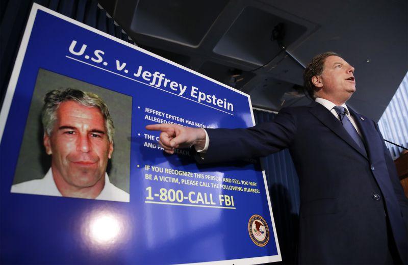 Mundo | Magnata norte-americano Jeffrey Epstein, acusado de abuso de menores, encontrado morto na sua cela