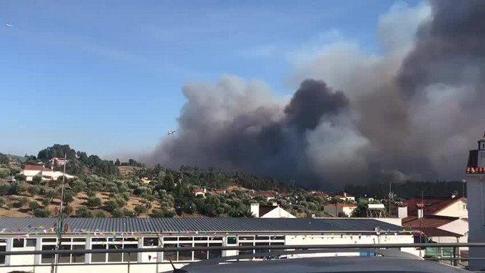 Tomar, Abrantes e Constança: o fogo em que 300 bombeiros combatem as chamas