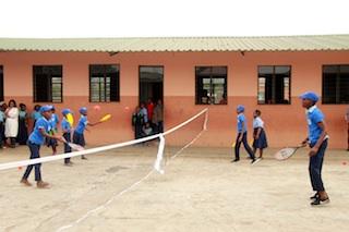 Moçambique | Em 12 escolas primárias: Standard Bank leva 3.000 crianças a jogar ténis