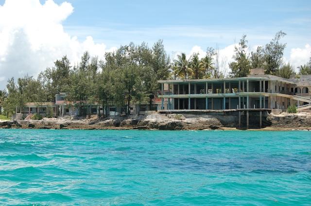 """Moçambique   Governo anula adjudicação do Hotel Santa Carolina por incumprimento de investimentos, """"haverá mais anulações"""" avisa o ministro do Turismo"""