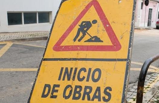 Silves | Obras condicionam estacionamento em Armação de Pêra