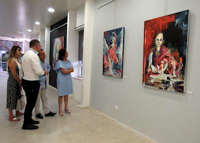 Vieira de Leiria | Pintura de Kim Cruz em exposição na Galeria Tony Vitorino