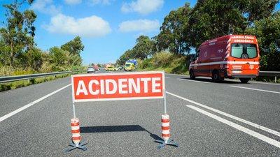 Colisão entre ambulância e pesado provoca três feridos graves em Celorico da Beira