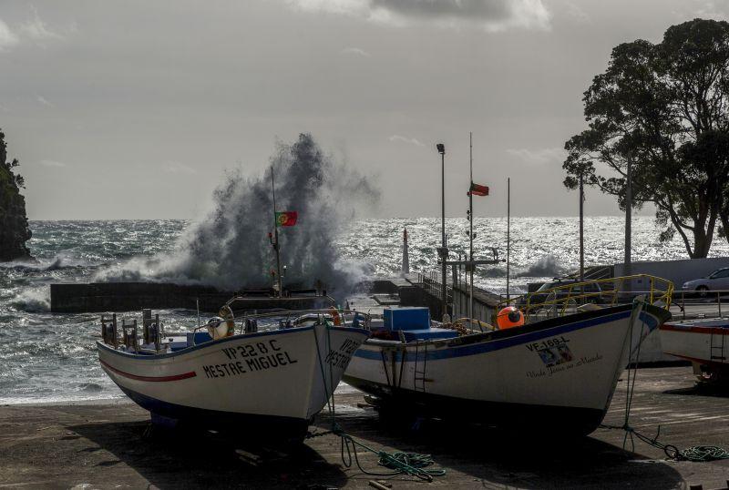 Autoridade marítima determina encerramento de portos nos Açores devido ao mau tempo
