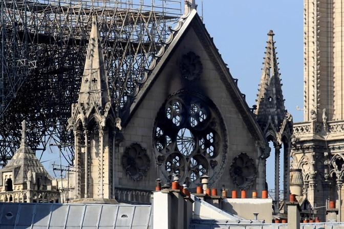 Mundo   Bilionário francês oferece 100 milhões de euros para reconstrução de Notre-Dame