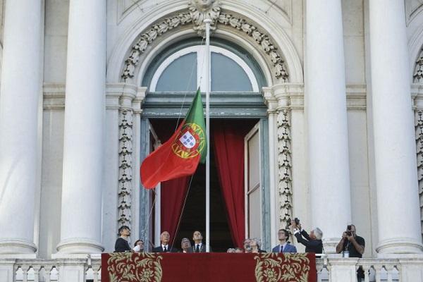 5 de Outubro: Bandeira a meia haste e silêncio marcam cerimónia em Lisboa