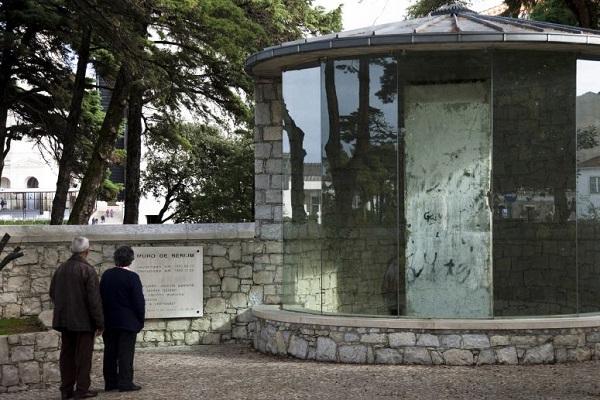 Um pedaço do muro de Berlim na Cova da Iria. Uma maneira de celebrar a paz e a liberdade religiosa em Fátima