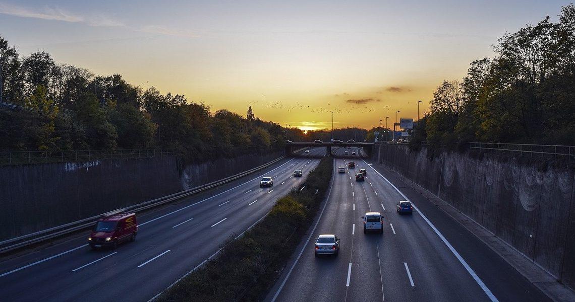 Mundo | Poluição: Holanda vai reduzir velocidade máxima nas estradas para os 100 quilómetros
