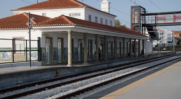 Évora | Iniciada a construção de passeio de ligação entre o Bairro Ferroviário e a rotunda da Decathlon