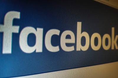 Facebook enfrenta queixa por barrar serviços financeiros a mulheres e pessoas mais velhas* (mais velhas = mais de 40 anos)