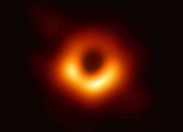 Ciência | Primeira imagem de buraco negro vale a cientistas prémio de 2,7 milhões de euros