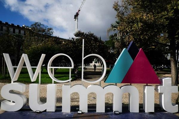 País | Web Summit começa hoje com Edward Snowden na abertura