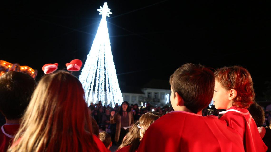 """Natal com """"um mundo de sonhos"""" em Estarreja, 175 """"pequenas"""" vozes, luzes e Pai Natal na abertura da época mais especial do ano"""