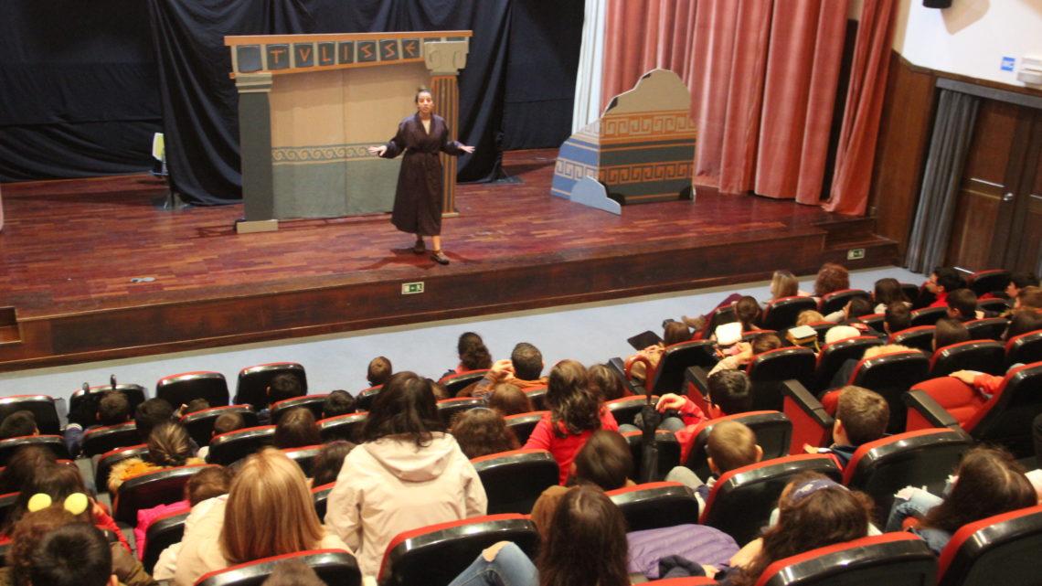Proença-a-Nova | Município promove hábitos de leitura nos alunos através do teatro