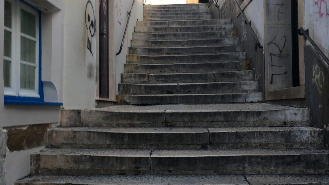 COIMBRA | Coimbra: Barreiras arquitetónicas condicionam mobilidade dos idosos em espaço urbano