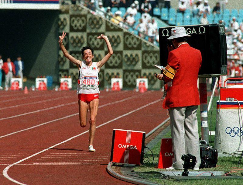 Um ano depois, Rosa Mota volta a vencer mini-maratona de Macau com ainda melhor tempo