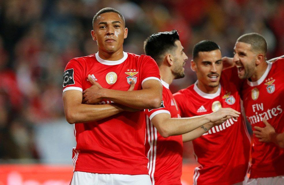 Benfica goleia Marítimo com hat-trick de Carlos Vinícius