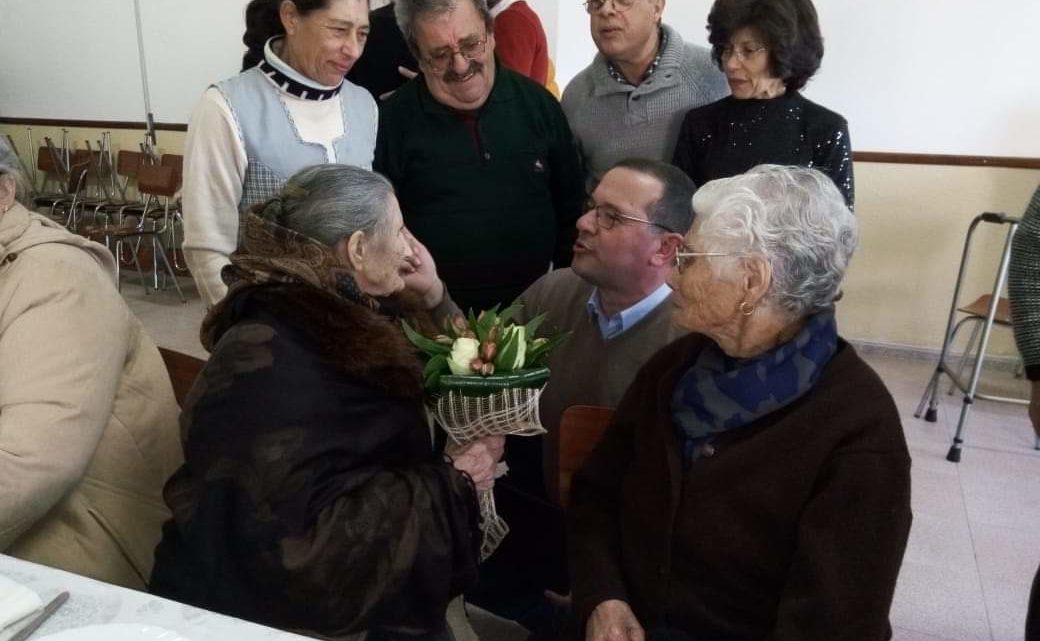 Câmara Municipal homenageia idosos centenários do concelho