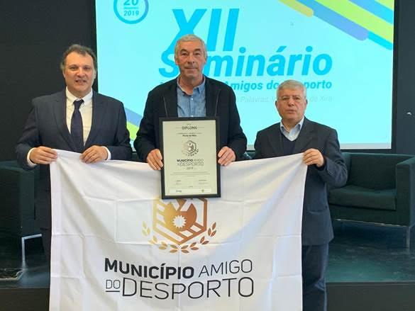 """Bandeira """"Município Amigo do Desporto"""" entregue a Porto de Mós"""
