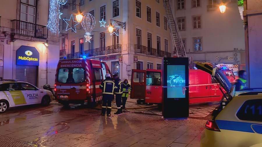 Cinco feridos por inalação de fumo em incêndio já extinto na baixa de Lisboa