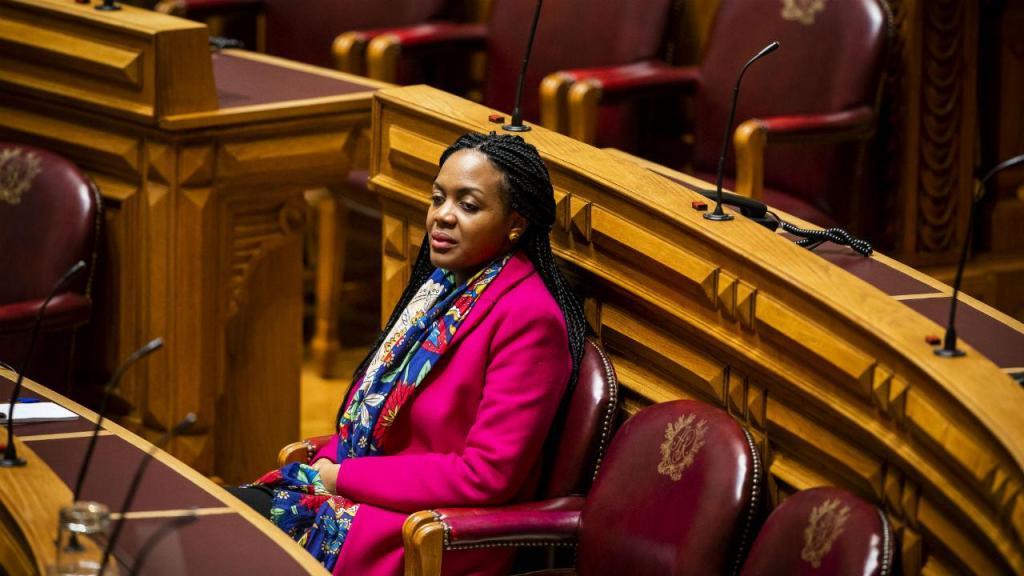 Livre decide hoje sobre retirada de confiança política a Joacine