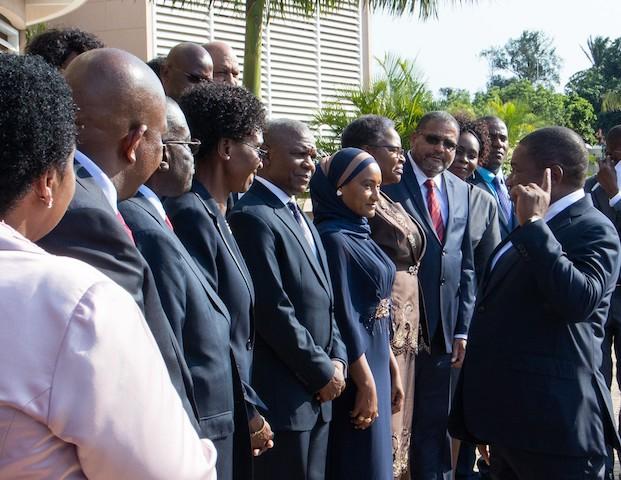 Empossados primeiros governadores provinciais eleitos em Moçambique… que ainda podem ser demitidos pelo Presidente da República