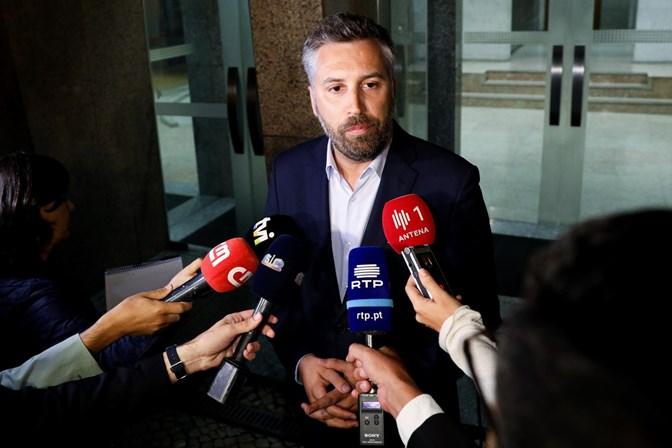 Governo confirma que está a estudar juntar aeroporto civil à base de Monte Real