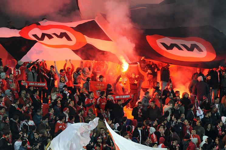 Dois adeptos do Benfica impedidos de entrar em estádios e de acompanhar claque