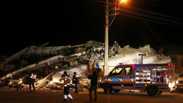 Sismo de magnitude 6,8 na escala de Richter atinge leste da Turquia