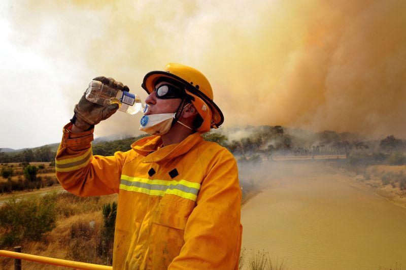 Morte de bombeiro eleva para 27 número de vítimas dos incêndios na Austrália