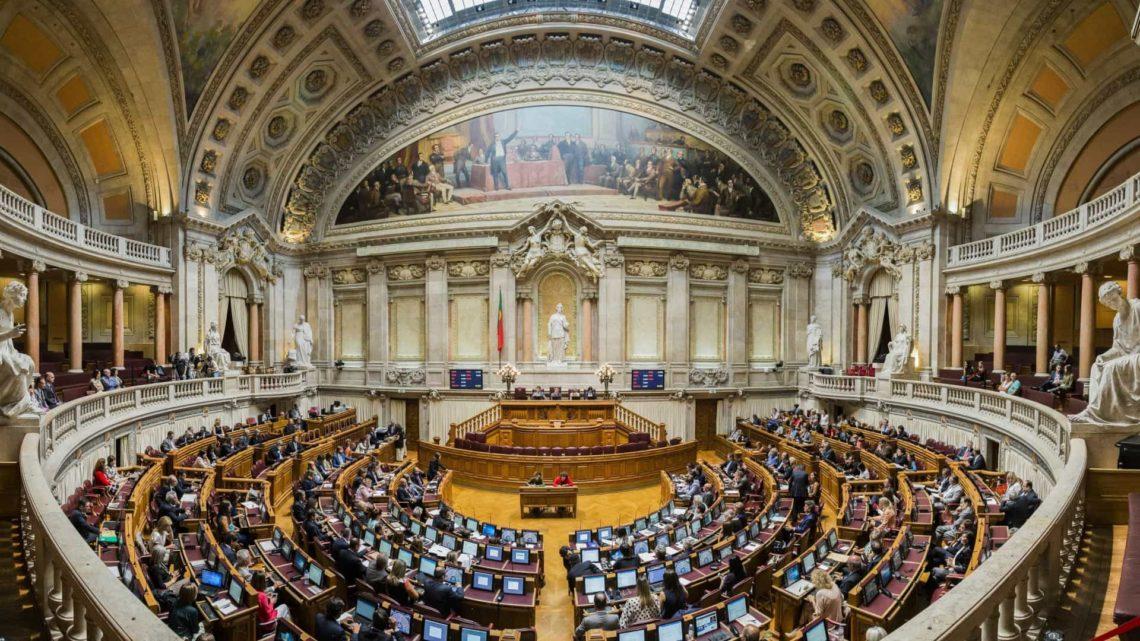 Parlamento discute despenalização da morte assistida a 20 de Fevereiro